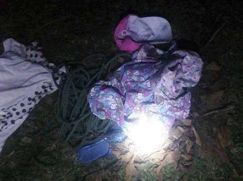 Vụ bé gái 11 tuổi mất tích khi đi chăn trâu: Tìm thấy quần áo ở bãi cát - Ảnh 1