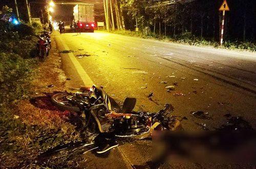 Xe máy tông nhau, 3 người chết, 2 nguy kịch - Ảnh 1
