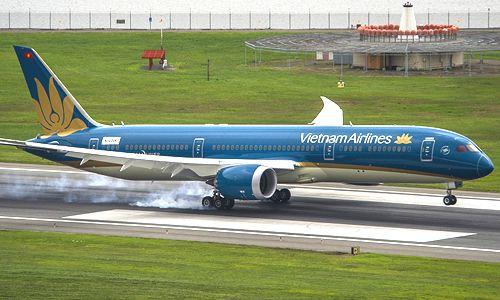 Chuyến bay bị hoãn hơn 2 tiếng vì hành khách mở cửa thoát hiểm - Ảnh 1