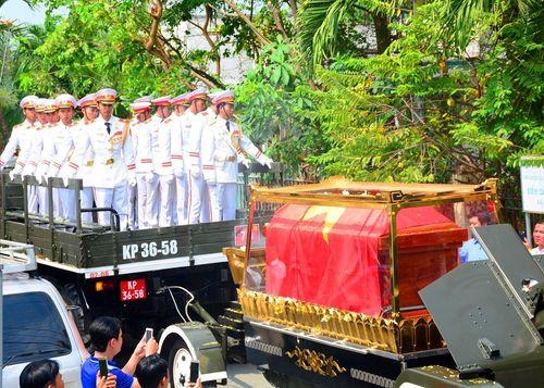 Cố Thủ tướng Phan Văn Khải về với đất mẹ trong niềm tiếc thương vô hạn - Ảnh 6