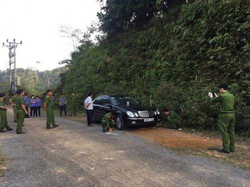 Vụ 3 người chết trên xe Mercedes: Người đầu tiên phát hiện nạn nhân nói gì? - Ảnh 1