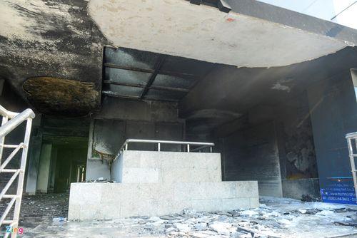 Hiện trường vụ cháy chung cư ở Sài Gòn, 13 người chết - Ảnh 2
