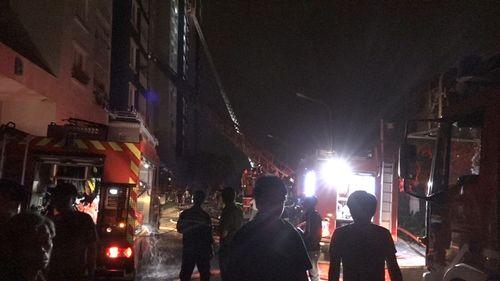 Hiện trường vụ cháy chung cư ở Sài Gòn, 13 người chết - Ảnh 4