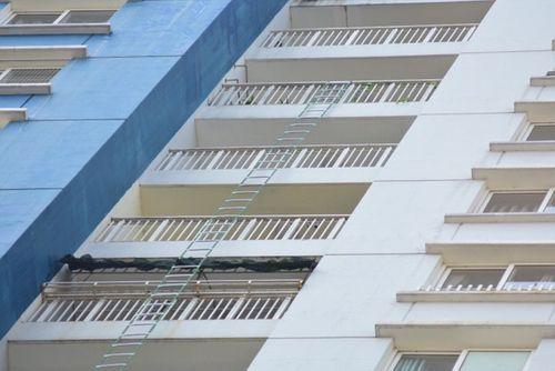 Hiện trường vụ cháy chung cư ở Sài Gòn, 13 người chết - Ảnh 8