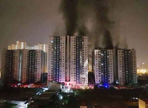 Hiện trường vụ cháy chung cư ở Sài Gòn, 13 người chết - Ảnh 1