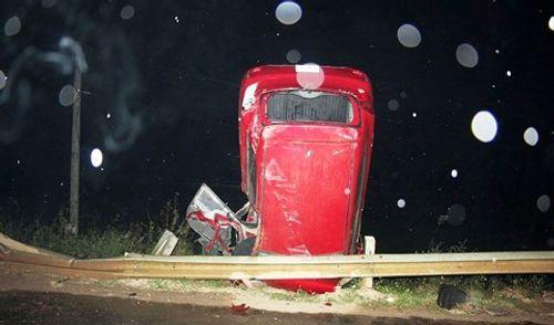 Ô tô đâm vào rào chắn, tài xế tử vong tại chỗ - Ảnh 1