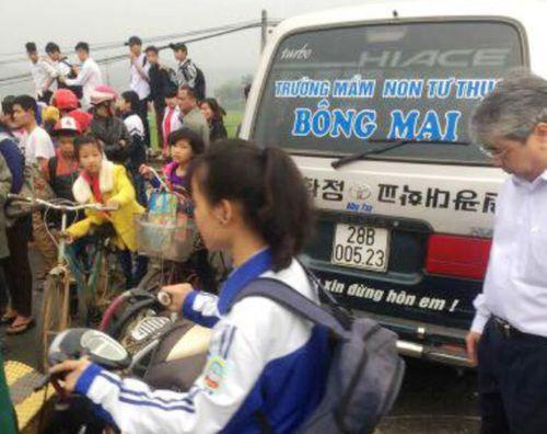 Cô giáo tử vong sau khi va chạm với xe chở học sinh - Ảnh 1