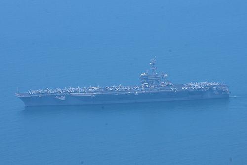 Hình ảnh đầu tiên tàu sân bay Mỹ vào vịnh Đà Nẵng - Ảnh 1