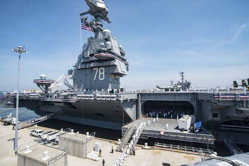 Uy lực khét tiếng của Tàu sân bay USS Carl Vinson - Ảnh 1