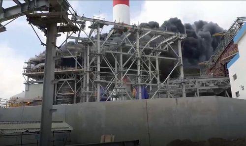 Cháy lớn tại Nhà máy nhiệt điện Duyên Hải 3: Nhiều người đu dây thoát thân - Ảnh 2