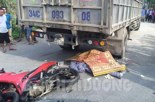 Xe máy va chạm với xe tải, 2 thanh niên tử vong - Ảnh 1