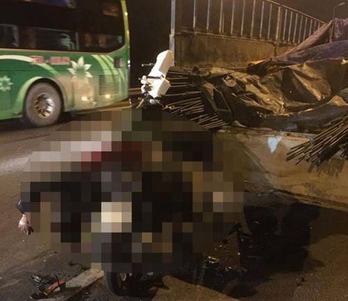 Tai nạn giao thông, chồng chết, vợ và con gái trọng thương - Ảnh 1