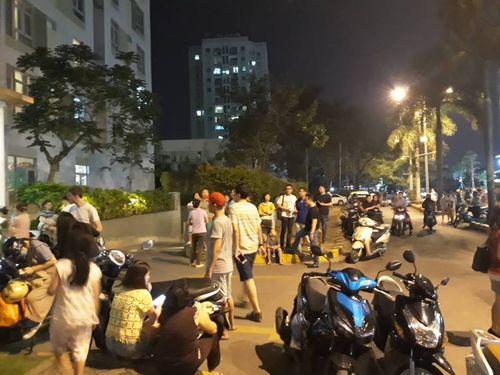 Cháy chung cư Parc Spring ở Sài Gòn: Hàng trăm cư dân vừa chạy vừa la khóc - Ảnh 4