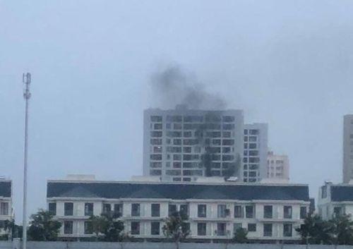 Cháy chung cư Parc Spring ở Sài Gòn: Hàng trăm cư dân vừa chạy vừa la khóc - Ảnh 1