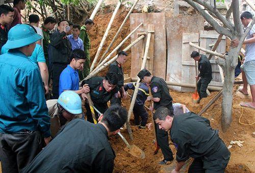Sạt lở đất vùi lấp 4 người, 3 người chết ở Lào Cai - Ảnh 1