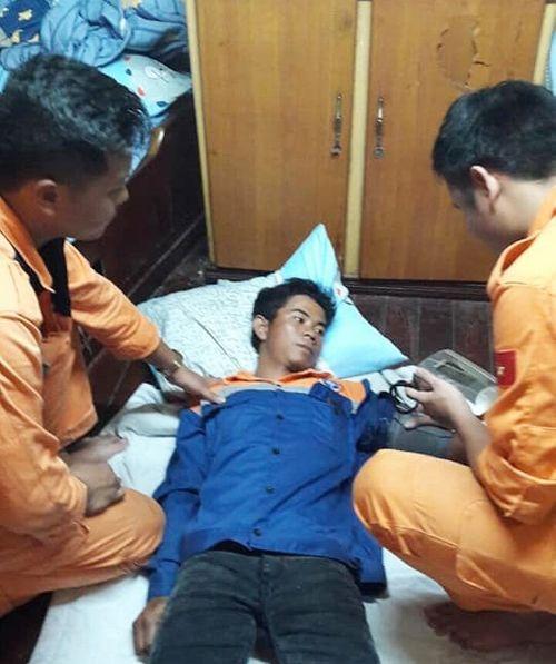 Ngư dân sống sót sau 37 giờ trôi dạt ngoài khơi Nha Trang - Ảnh 1