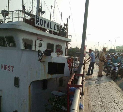 """Tin tức mới nhất vụ tàu """"khủng"""" đâm cầu Đồng Nai - Ảnh 1"""