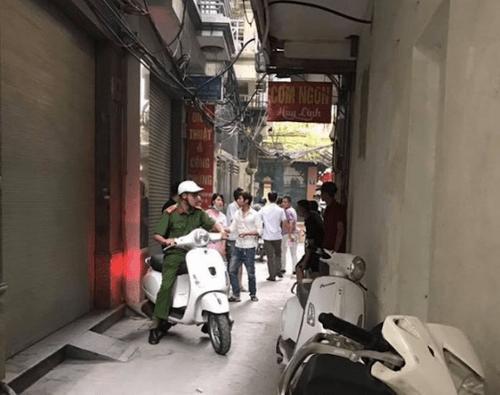Cô gái trẻ tự tử ở Hà Nội gửi ảnh chiếc khăn dùng thắt cổ cho bạn trai - Ảnh 1