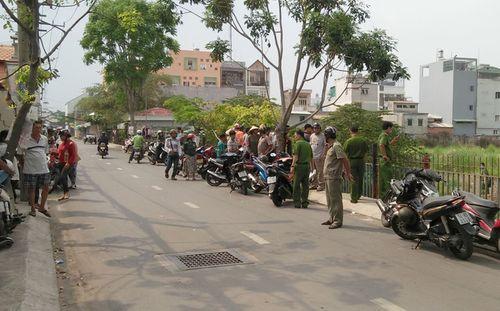 Phát hiện thi thể bé trai sơ sinh bị bỏ bên đường ở Sài Gòn - Ảnh 1