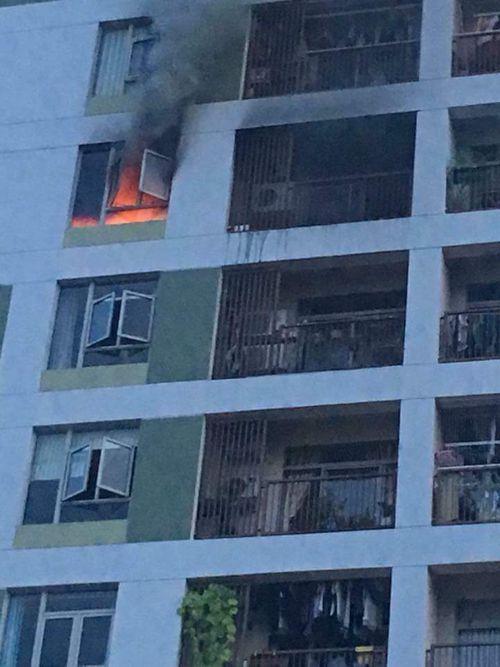 Cháy chung cư ParcSpring ở Sài Gòn do cục sạc dự phòng - Ảnh 1