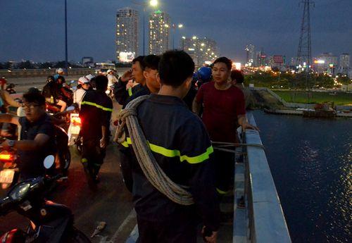 Nam thanh niên nhảy sông Sài Gòn mất tích - Ảnh 1