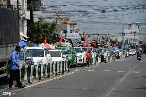 """Hàng nghìn người dân đổ về thành phố, cửa ngõ Sài Gòn """"kẹt cứng"""" sau nghỉ lễ - Ảnh 2"""
