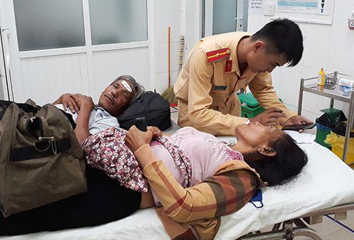 Xe khách giường nằm va chạm xe container, 12 người bị thương - Ảnh 2