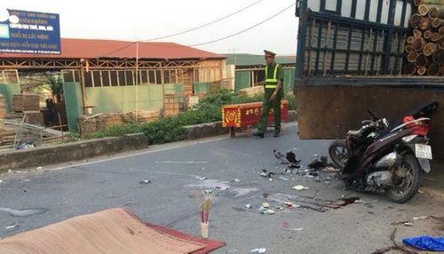 Hà Nội: Tang thương đôi nam nữ tử vong tại chỗ vì đâm đuôi xe tải - Ảnh 1