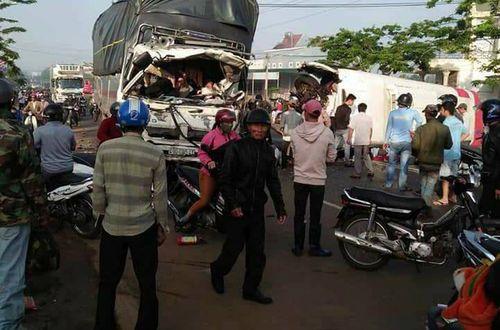 Tai nạn giao thông ở Lâm Đồng, 11 người thương vong - Ảnh 1