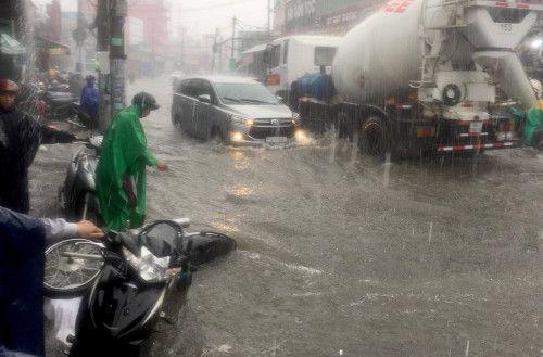 5 nguyên nhân khiến Sài Gòn không bớt ngập - Ảnh 1