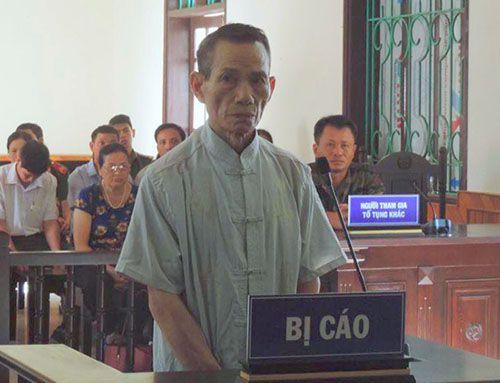 Cụ ông 73 tuổi dâm ô bé gái trong nhà vệ sinh bị phạt 12 năm tù - Ảnh 1