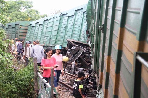 2 đoàn tàu tông nhau ở Quảng Nam, nhiều toa bay khỏi đường ray - Ảnh 3