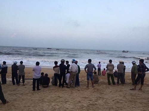 Thầy giáo tử vong khi tắm biển Thiên Cầm - Ảnh 1