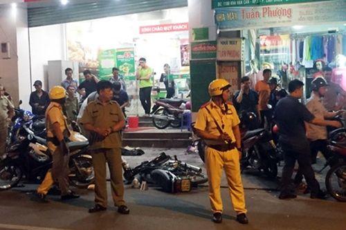 2 tên cướp ở Sài Gòn táo tợn đâm trọng thương người truy đuổi - Ảnh 1