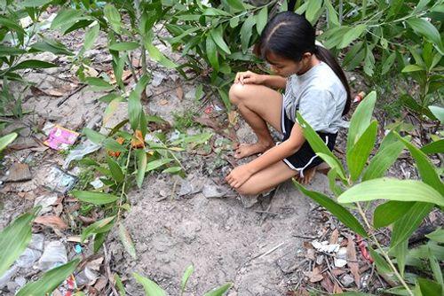 Khởi tố vụ án chôn sống trẻ sơ sinh ở Bình Thuận - Ảnh 1