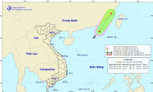 Áp thấp nhiệt đới giật cấp 8 hoạt động mạnh ở khu vực Bắc Biển Đông - Ảnh 1
