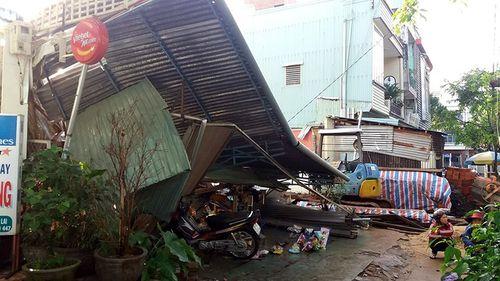 Gia Lai: Nhà bất ngờ đổ sập, 7 người thoát chết - Ảnh 1