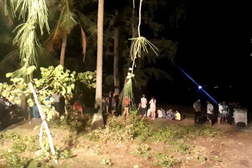 Bị sóng cuốn khi tắm biển ở Quy Nhơn, 2 người chết, 1 người mất tích - Ảnh 1