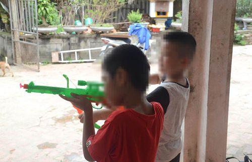 Vụ trao nhầm con ở Ba Vì: Gia đình rút đơn kiện, đổi tên họ cho 2 bé - Ảnh 1