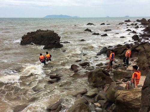 Tắm biển sau bão, 2 người tử vong và mất tích - Ảnh 1