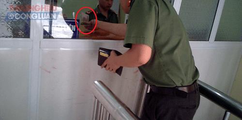 Liệu có việc 'bôi trơn' tại Phòng Quản lý xuất nhập cảnh – Công an tỉnh Lào Cai? - Ảnh 1