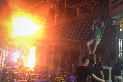 Hà Nội: Quán bia bốc cháy, khách nhậu nhảy từ tầng 2 thoát thân - Ảnh 1