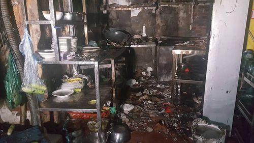 Hà Nội: Quán bia bốc cháy, khách nhậu nhảy từ tầng 2 thoát thân - Ảnh 2