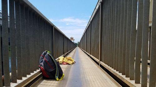 Cha già khóc nghẹn trên cầu khi con gái nhảy xuống sông tự tử - Ảnh 1