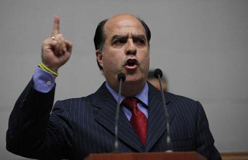 Vụ ám sát hụt Tổng thống Venezuela: Yên cầu Interpol bắt nghị sĩ đối lập - Ảnh 1