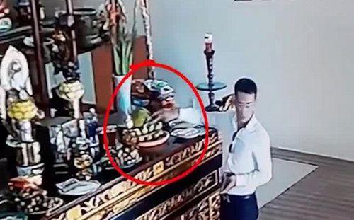 Tin tức thời sự 24h mới nhất ngày 15/8/2018: Thanh niên ăn mặc bảnh bao trộm tiền công đức trong chùa - Ảnh 1