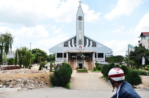 """""""Thần đèn"""" nâng nhà thờ nặng hơn 5.500 tấn lên cao 2m ở Sài Gòn - Ảnh 1"""