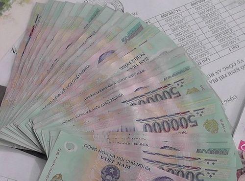 Tin tức thời sự 24h mới nhất ngày 10/8/2018: 3 nam sinh nhặt được cọc tiền 500.000 đồng - Ảnh 1