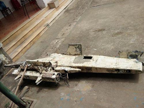 Vớt được vật thể lạ nặng 200kg nghi là mảnh vỡ của máy bay rơi xuống biển ở Quảng Bình - Ảnh 1
