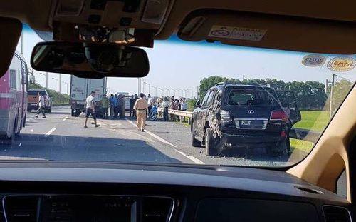 Vụ tài xế Lexus biển tứ quý 8 bị tông chết khi dừng xe theo hiệu lệnh CSGT: Nhân chứng nói gì? - Ảnh 1